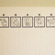 Praktisch faltbares Umzugskarton. Sehr einfach zusammen zu bauen. Nach dem Gebrauch, Karton leicht zu verstauen.